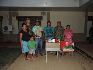 Entrega de mercados por parte del Batallón General Efarín Rojas Acevedo a las comunidades indígenas