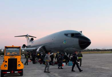 Fuerza Aérea Colombiana transporta personal desde Yopal para extinción de incendio en Vichada