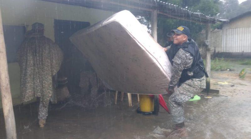 Por inundación, familias son evacuadas en Inírida
