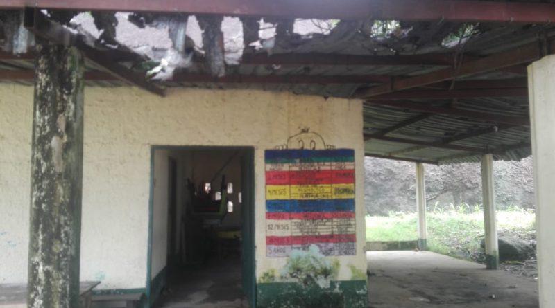 [Fotos] Comunidad de Punta de Laja, preocupada por mal estado de su CDI