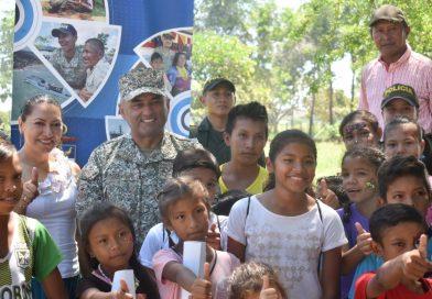 La Fuerza Naval del Oriente entregó más de un centenar de libros a estudiantes de Vichada