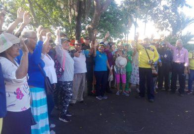 Abuelitos realizaron una caminata saludable en Puerto Carreño