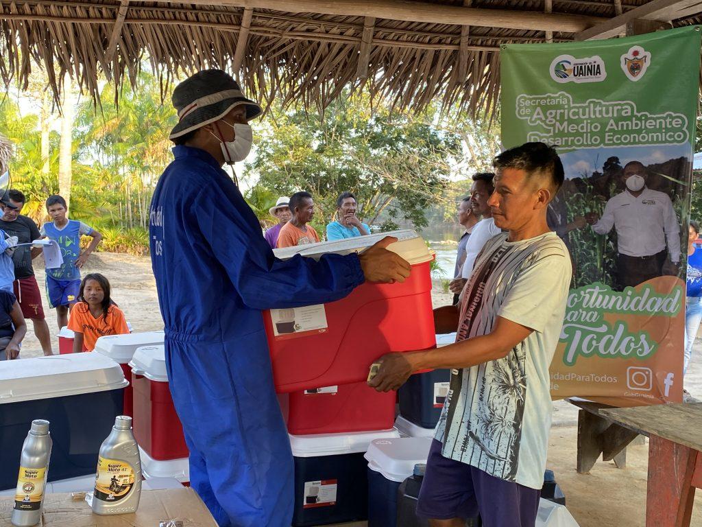 Gobernación de Guainía entregó kits de pesca y gallinas ponedoras a campesinos e indígenas | Noticias de Buenaventura, Colombia y el Mundo