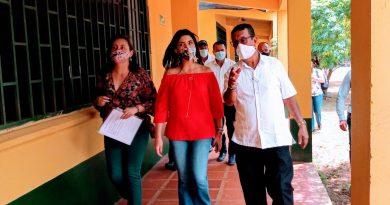 Estudiantes y maestros presentaron sus reclamos y peticiones ante la ministra de Educación